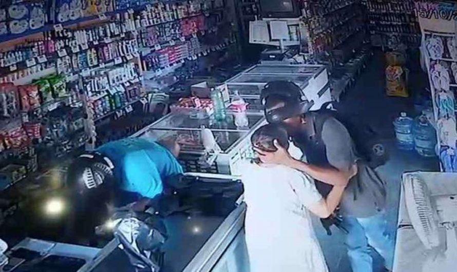 Ladrón no roba a anciana y la besa en la frente: ¡INEDITO!