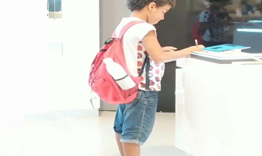 Niño entra a tiendas Samsung para poder hacer sus tareas – VÍDEO VIRAL