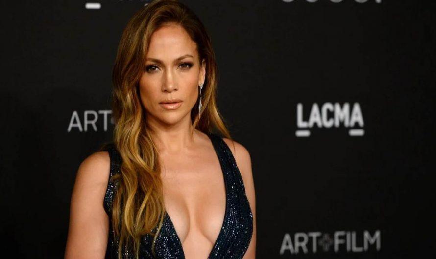 Jennifer López y sus outfits emocionantes: ¿Shakira la intenta imitar?